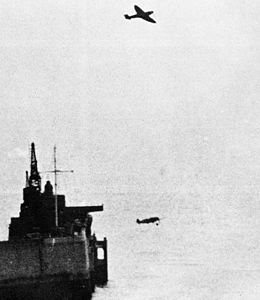 Spitfire and Me 109 in flight 1940.jpg