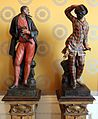 Statue in legno e porcellana coi personaggi della commedia dell'arte, 01 pantalone e arlecchino.jpg