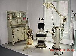 Istorija medicine 250px-Stomatolo%C5%A1ka_ordinacija_1950