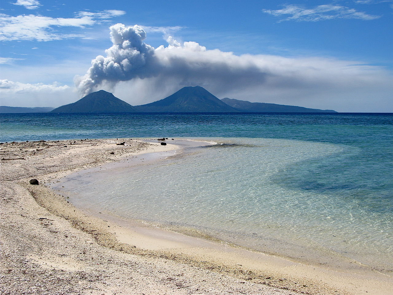 File:Sun, Sea, Sand And Volcano.jpg - Wikimedia Commons