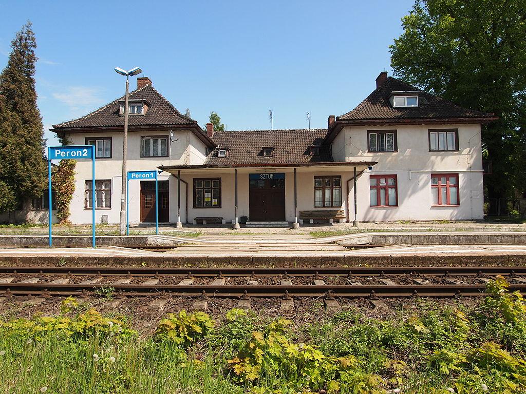 1024px-Sztum_dworzec_kolejowy.JPG