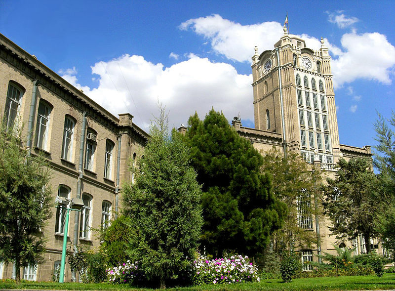 پرونده:Tabriz Municipality Sa'at Tower.jpg