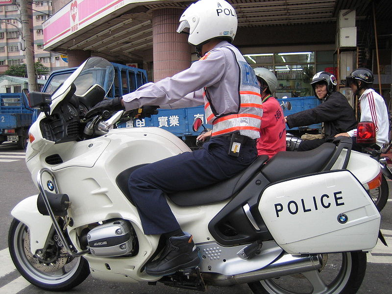 Image:Taiwan Police on BMW motorcycle.jpg