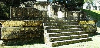 Talud-tablero - Example of Talud Tablero Architecture in Tikal