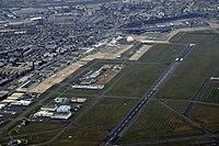 Tarmac de l'aéroport du Bourget à Paris.jpg