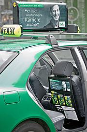 Taxiwerbung Bsp Totalbranding Innenraum AKAD.JPG
