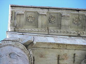 Temple of Saturn (Rome) 3.jpg
