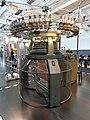 Textielmuseum Breien Rondbreimachine 1.jpg