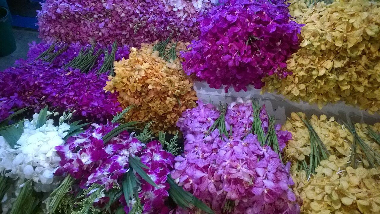 File:Thailand Bangkok Pak Khlong Talat - flower market ...