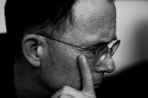 English: Portrait of William Gibson in Paris