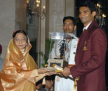"The President, Smt. Pratibha Devisingh Patil presenting the ""Arjuna"" Award – 2007, to Shri Anup Sridhar (Badminton), in New Delhi on August 29, 2008.jpg"