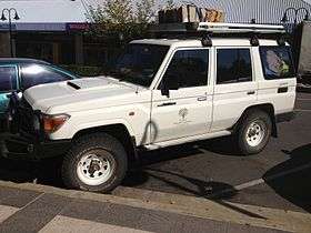 The Royal Botanic Gardens & Domain Trust Toyota Land Cruiser 4x4 parked in Baylis St, Wagga Wagga.jpeg