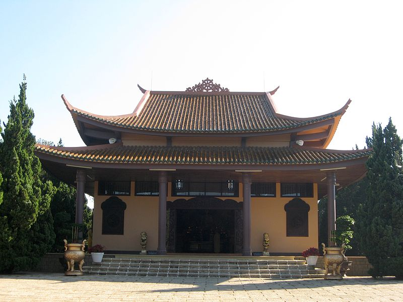 Tập tin:ThienVienTrucLamDaLat main building.JPG