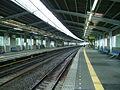 Tokyu-railway-den-en-toshi-line-Miyamaedaira-station-platform.jpg