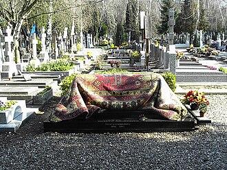 Sainte-Geneviève-des-Bois Russian Cemetery - Image: Tombeau de Noureev