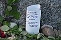 Treblinka. Pisma, kwiaty, kamienie i pamiątki zostawione przez bliskich.jpg
