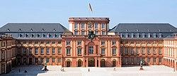 Universitaet Mannheim Schloss Ehrenhof.jpg