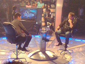 Joey de Leon - Joey de Leon (right) plays as a contestant in Who Wants to Be a Millionaire? hosted by Vic Sotto (left).