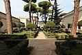 Villa giulia, giardino all'italiana con pini romani 04.jpg