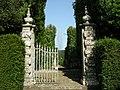 Villa reale di marlia, fontana a spruzzo, cancello.JPG