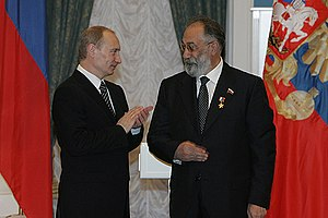 Artur Chilingarov - Vladimir Putin awarding Chilingarov the Hero of Russia star.