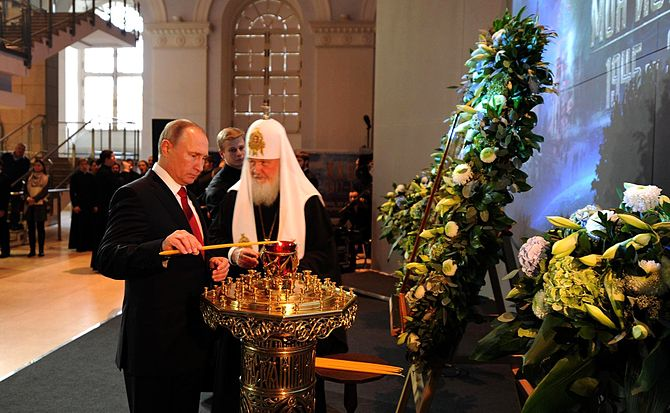 Vladimir Putin and Patriarch Kirill on Unity Day 2016-11-04 15.jpg