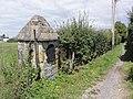 Wignehies (Nord, Fr) chapelle sentier vers le stade.jpg