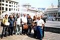 Wikipedia a Genova 2004 - Wikipediani a Piazza De Ferrari 3.JPG