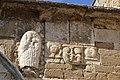 Église Notre-Dame-de-Nazareth de Valréas portail détail 2.jpg