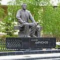 Памятник академику В. П. Ларионову, Якутск - panoramio.jpg