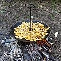 Смажена картопля на дисковій пательні (Диск борони).jpg