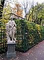 Статуя Флора осенью.jpg