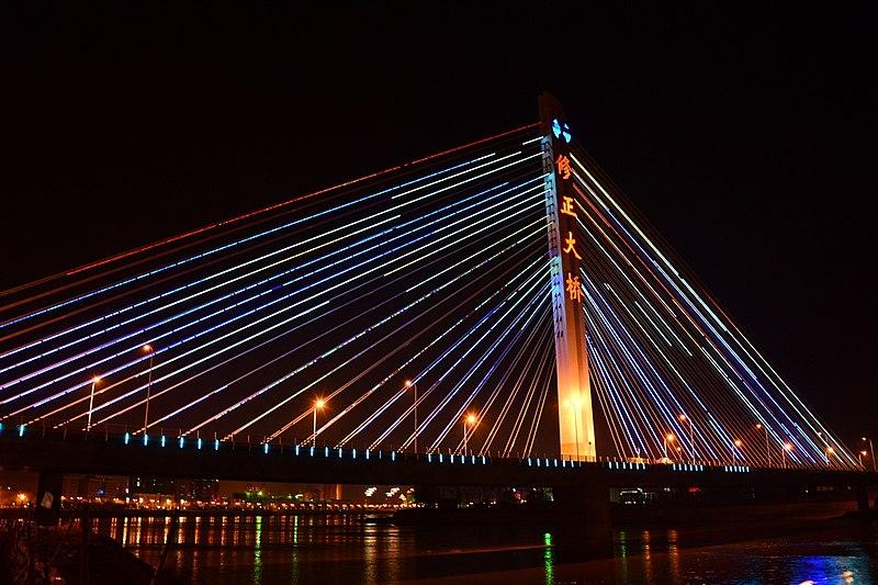 File:巡道工出品 photo by Xundaogong——通化外环线 修正大桥夜景 - panoramio.jpg