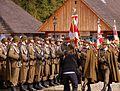 0101 Der Fähnrich des Logistikbataillons 21. mit der neuen Fahne, Sanok am 5.10.2012.JPG