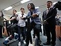 03.24 總統參訪電競世界冠軍團隊閃電狼,試玩互動式健身車 (32808611593).jpg