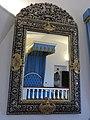 046 Castell de Púbol (Casa Museu Gala Dalí), habitació de Gala, el llit reflectit al mirall.jpg