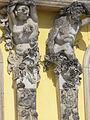1009.Die mit 36 Bacchantenhermen und Bachantinnen beschmückte Südfassade Sanssoucis Steffen Heilfort.JPG