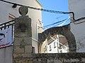 18 Estela funerària discoïdal i portal de Solixent (Maldà).jpg