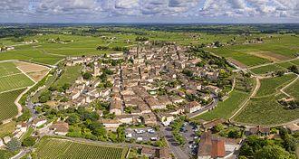 Saint-Émilion - Image: 1 Saint Émilion aerial pano 2016