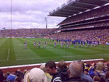 2009 All Ireland Final-teamoj marŝante antaŭ game.jpg