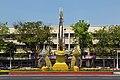 2016 Bangkok, Dystrykt Phra Nakhon, Aleja Ratchadamnoen, Ołtarz z wizerunkiem króla Ramy IX (08).jpg