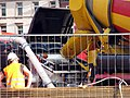 2017-06-27, Betonierung der Freiburger Kronenbrücke, Befüllung einer Betonpumpe.jpg