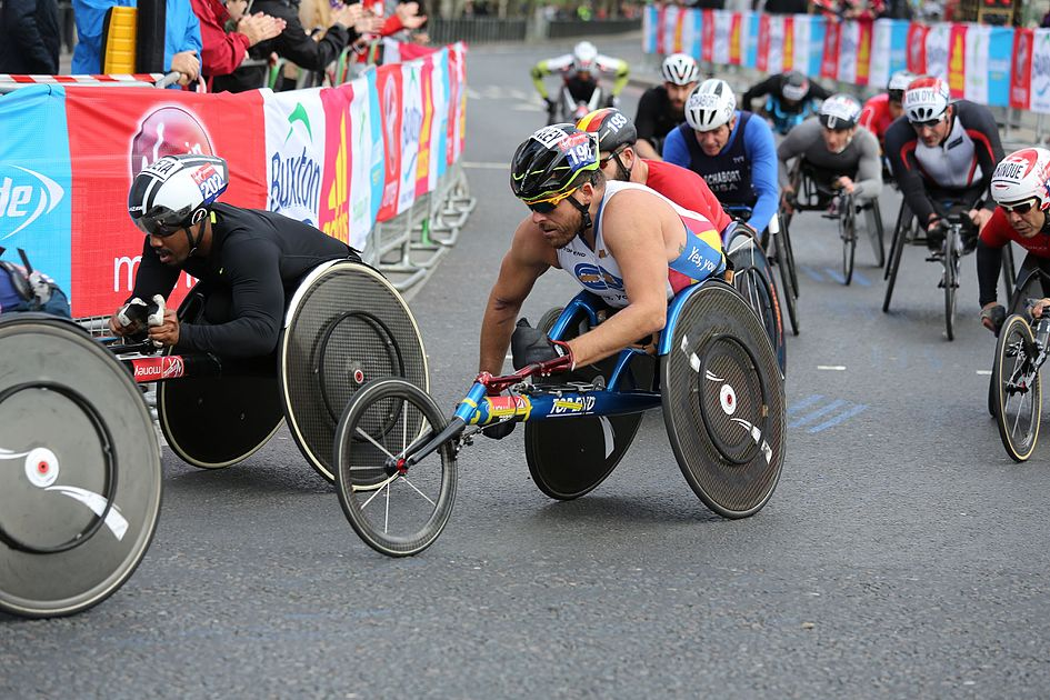 2017 London Marathon - Kurt Fearnley.jpg