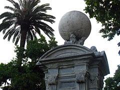 207 Columna meteorològica i rellotge de sol, parc de la Ciutadella.JPG