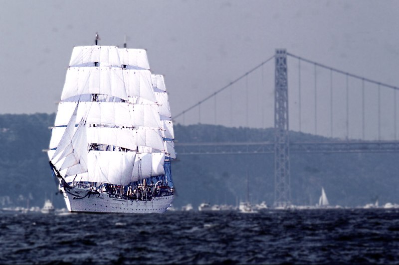22 square rigger Pde of sail 4 July 76