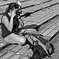 A photographer alternating between an analogique and digital equipment (21577495786).jpg
