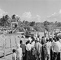 Aankomst van het koninklijk gezelschap bij de nieuwe zeedijk in het district Nic, Bestanddeelnr 252-4677.jpg
