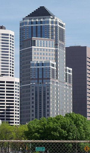 333 South Seventh Street - Image: Accenture Tower Minneapolis 5
