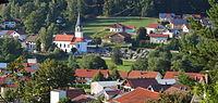Achslach mit Pfarrkirche St. Jakobus 02.JPG