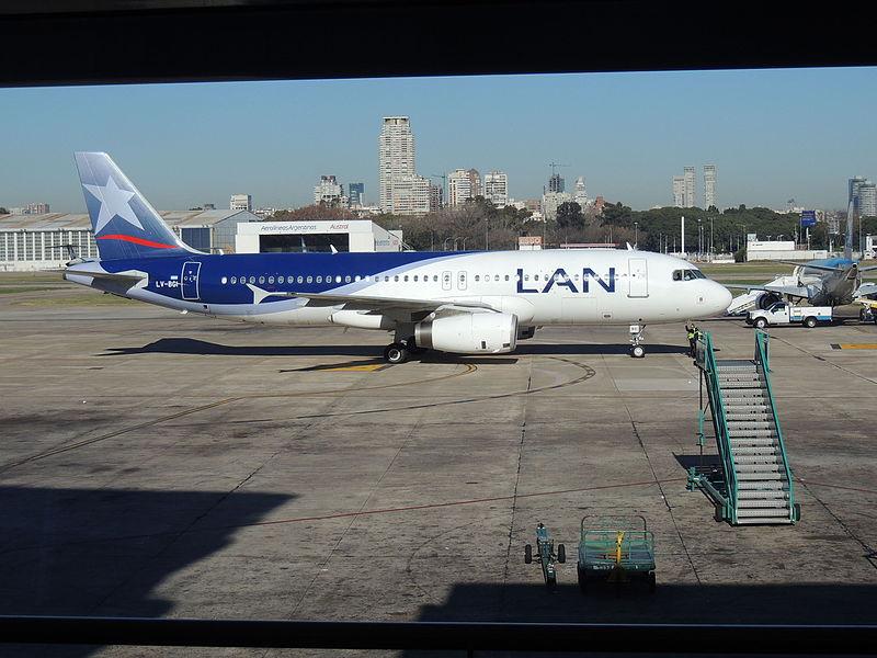 File:Airbus A320-233 LV-BGI de Lan (7422609582).jpg